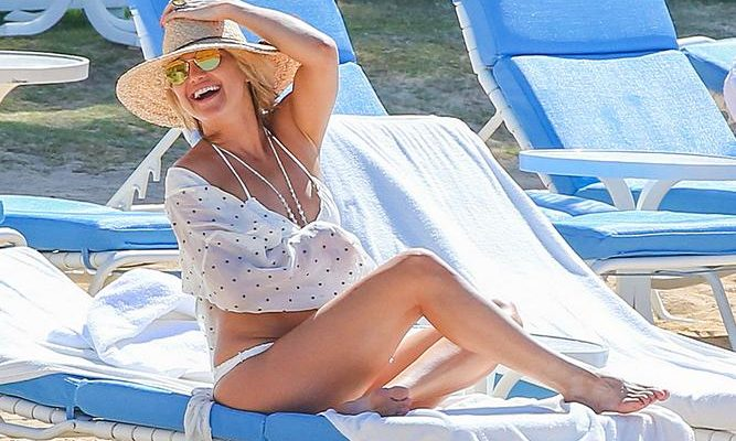 Kate Hudson Kick Ass Beach Hat